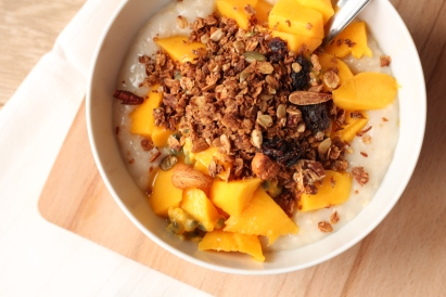 Havermoutpap met mango en granola
