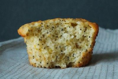 Muffins met citroen en maanzaad